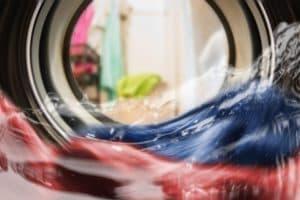 W pralce zostaje woda