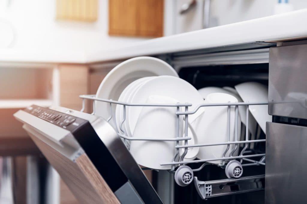 dlaczego zmywarka wyłącza się podczas mycia